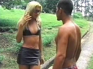 Blonde tranny babe Dany likes casual sex outdoor